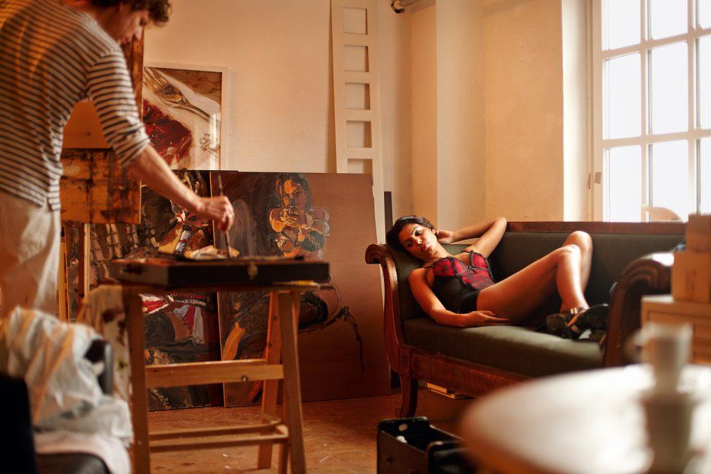 hinnerk bodendiek bei einer aktsitzung in seinem atelier, hamburg im märz 2012